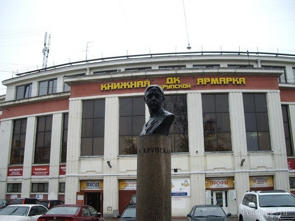 Бюст Н.К. Крупской на проспекте Обуховской обороны