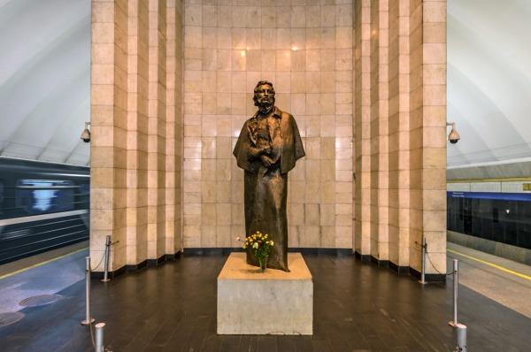 Памятник А.С. Пушкину на станции метро «Чёрная речка»