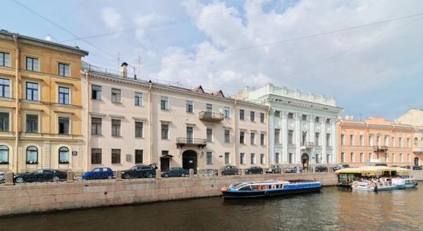 Апартаменты на набережной реки Мойки