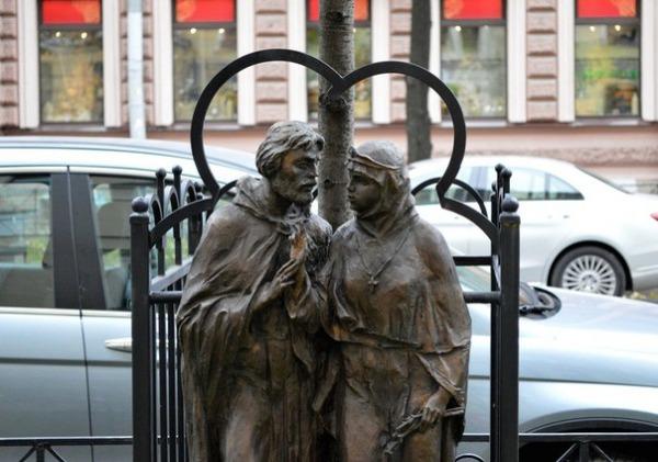 Монумент «Святые благоверные Петр и Феврония Муромские»
