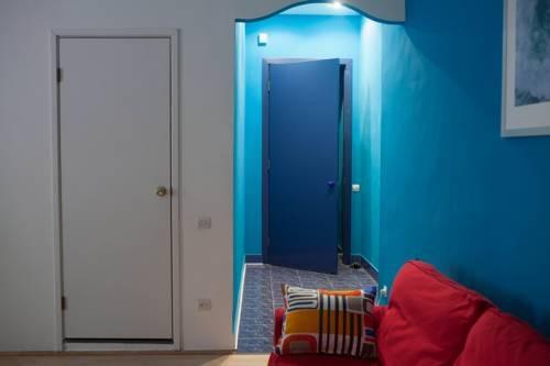 Bluedoor Apartment