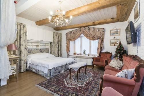 Apartment on Nevsky Prospekt 3