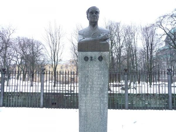 Памятник П.Л. Капице