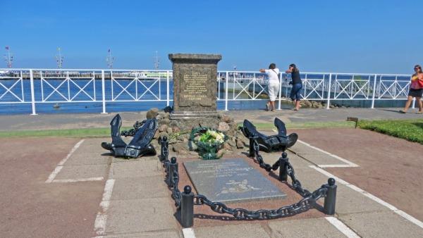 Мемориал Петергофскому десанту (Кронштадт)