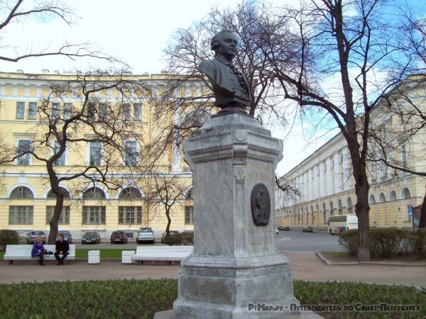 Бюст М.В. Ломоносова на площади Ломоносова