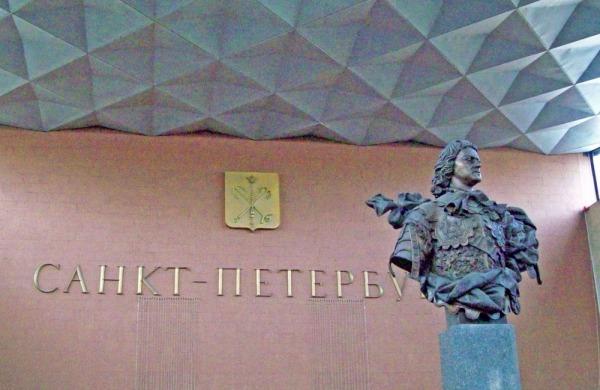 Бюст Петра I на Московском вокзале