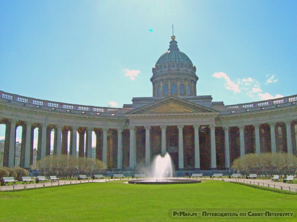 Фонтан у Казанского кафедрального собора