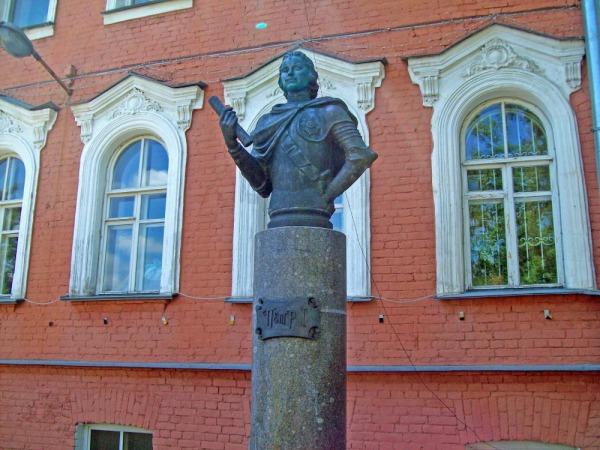 Бюст Петра I в Усть-Ижоре