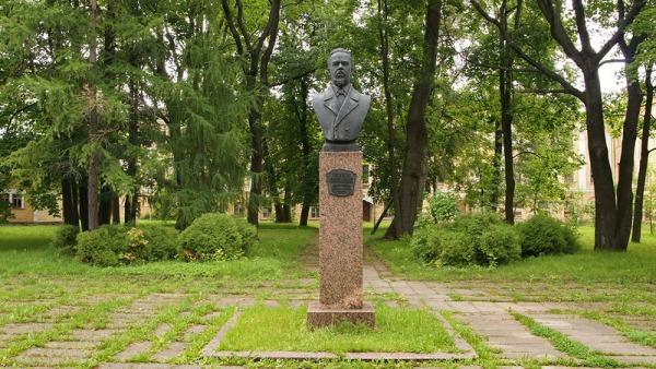 Памятный знак в честь изобретения радио учёным А.С. Поповым