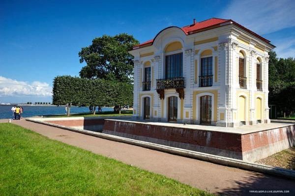 Дворец-музей «Петергофский Эрмитаж»
