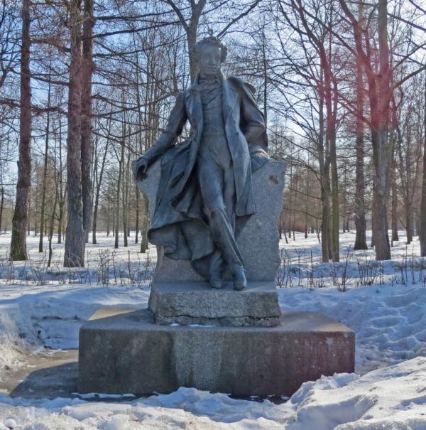 Памятник Александру Сергеевичу Пушкину на Октябрьском бульваре
