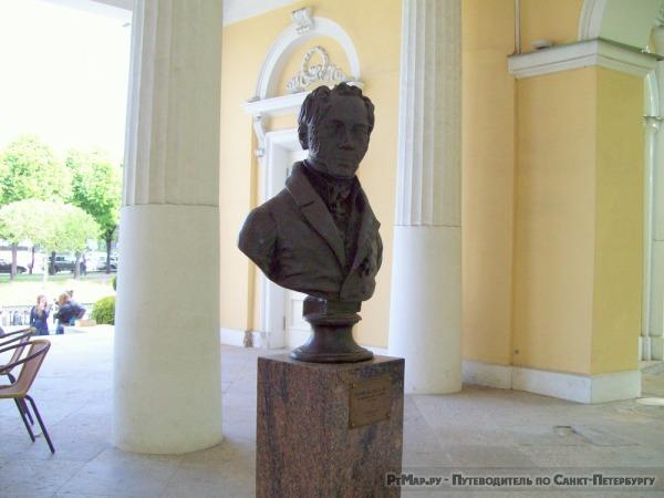 Памятник К.И. Росси