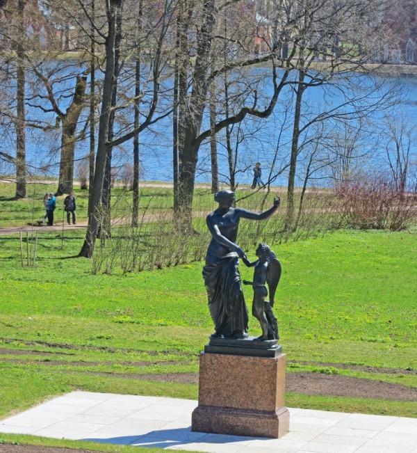 Скульптура «Венера с Амуром»
