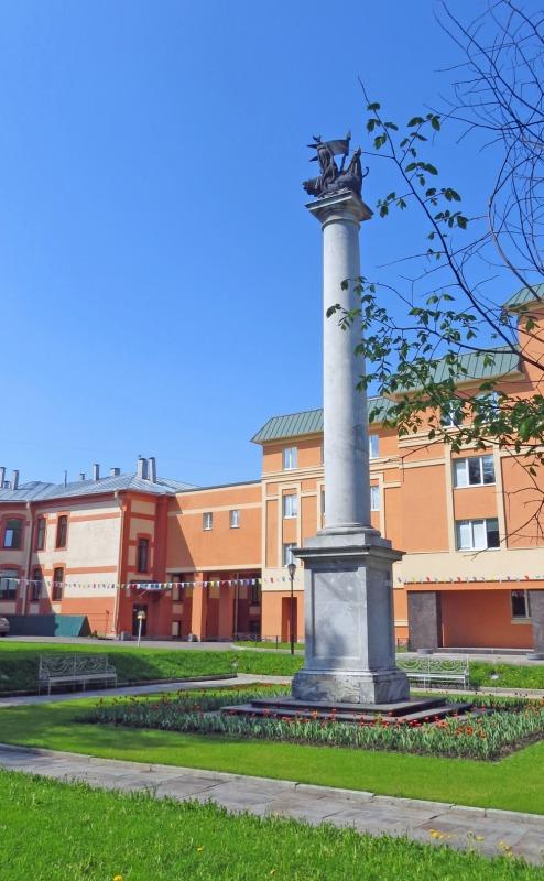 Крымская колонна и запасной двор