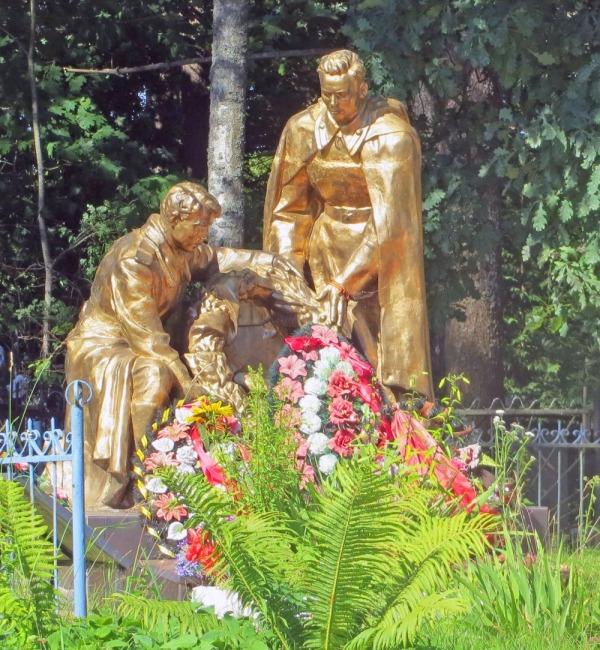 Братская могила воинов 364-й дивизии и местных жителей села Шапки