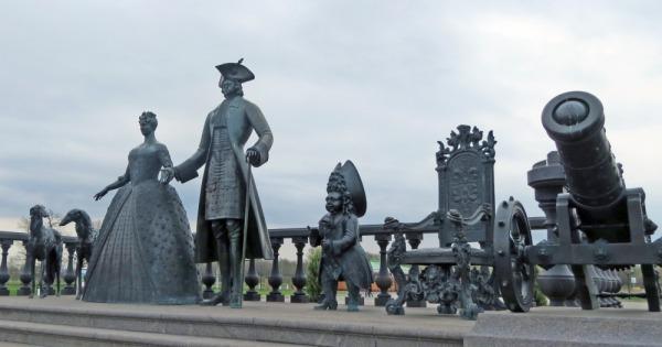Скульптурная композиция «Царская прогулка»
