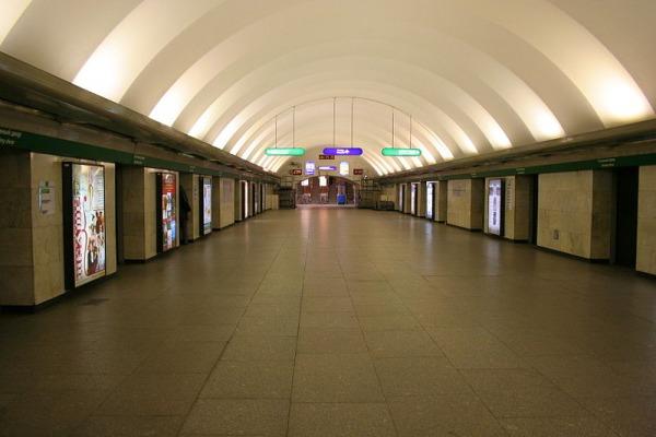Станция метро «Гостиный Двор»