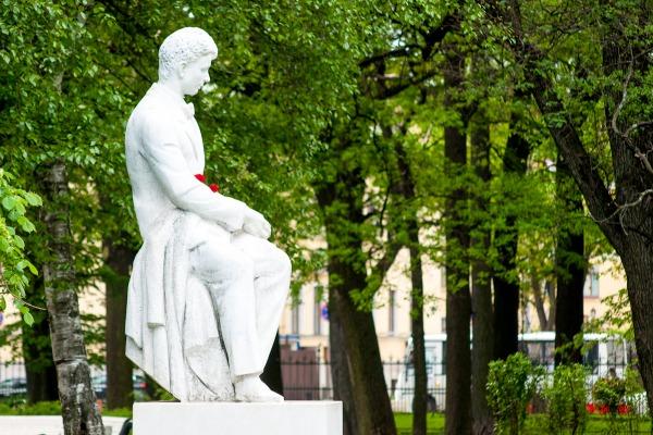 Памятник С.А. Есенину в Таврическом саду